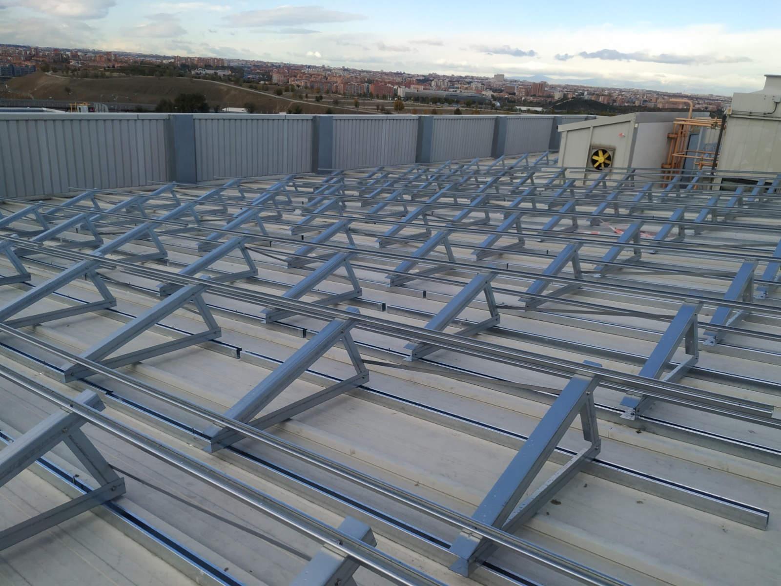 Estructuras fotovoltaicas de cubierta triangular